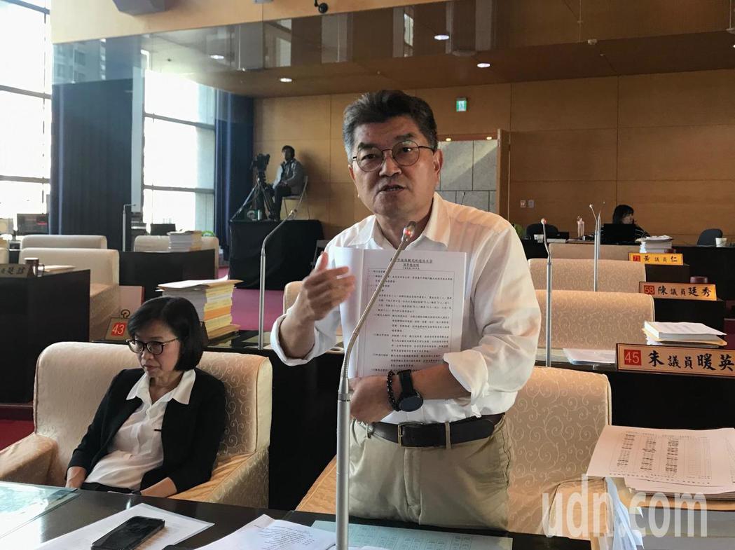 國民黨議員李中質疑,台中市觀旅局組織規程不合法,要求退回109年度觀旅局預算。記...