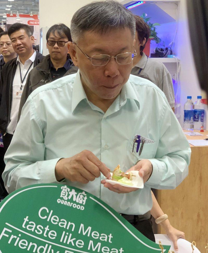 台北市長柯文哲今早表示,韓國瑜都可以開一家學校,也不是窮人,老實講,韓國瑜也不是庶民。記者楊凱竣攝影