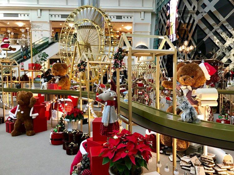 台北101購物中心四樓都會廣場,打造「耶誕禮物夢工廠」,是一座充滿動感、溫馨的耶...