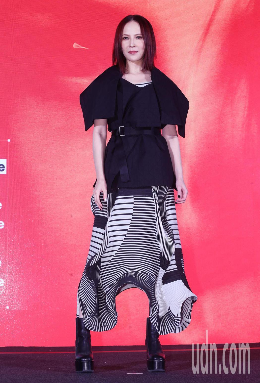 搖滾女王楊乃文今天推出第七張國語專輯「越美麗越看不見」。記者徐兆玄/攝影