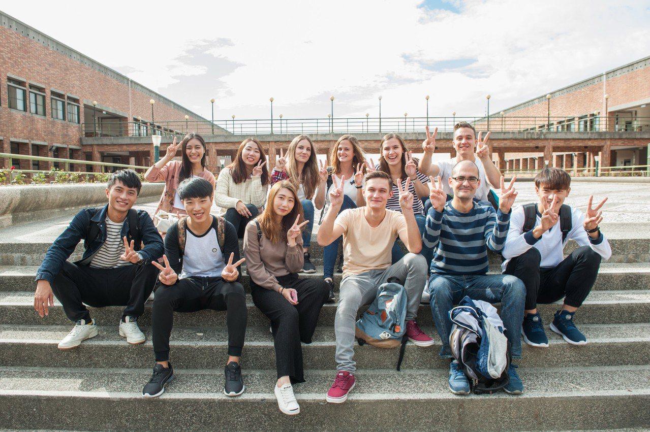 靜宜大學協助國際組織ISEP在港交換生,繼續完成學業。圖/靜宜大學提供