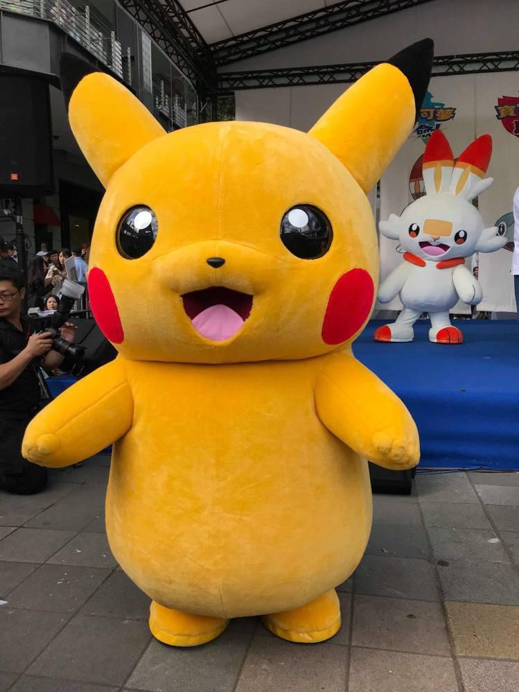 任天堂Switch遊戲《寶可夢 劍/盾》11月15日正式在台上市,皮卡丘與寶可夢...