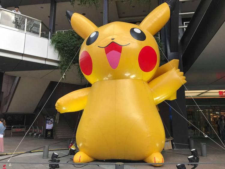 11月15日至11月17日在新光三越A9香堤大道現身的大型充氣寶可夢氣球造景,立...