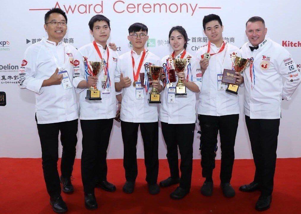 2019FHC中國上海國際烹飪藝術比賽,高餐大囊括5金、18銀、15銅,左至右為...