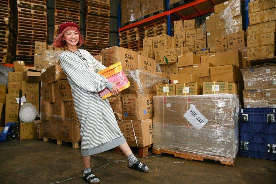 邵庭除了新的麵包工廠,另有超過百坪的放貨工廠。本報資料照