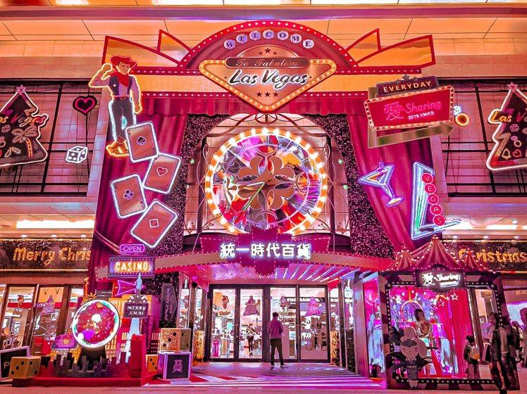 台北統一時代百貨一樓百貨大門變身有如賭城入口。圖/統一時代提供