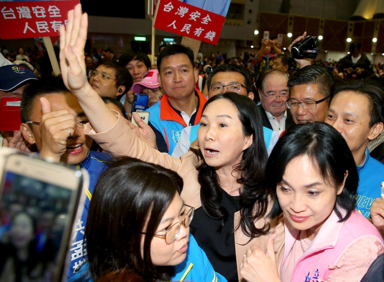 國民黨總統參選人韓國瑜的太太李佳芬將代表韓國瑜前往美國訪問,日期約在12月5日到...