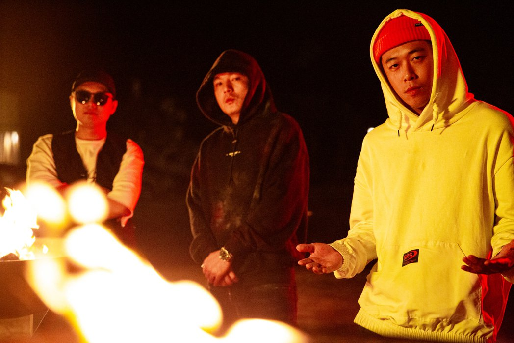 玖壹壹無預警發佈新歌「Fire」,邀旗下6組藝人一同合唱。圖/混血兒娛樂提供