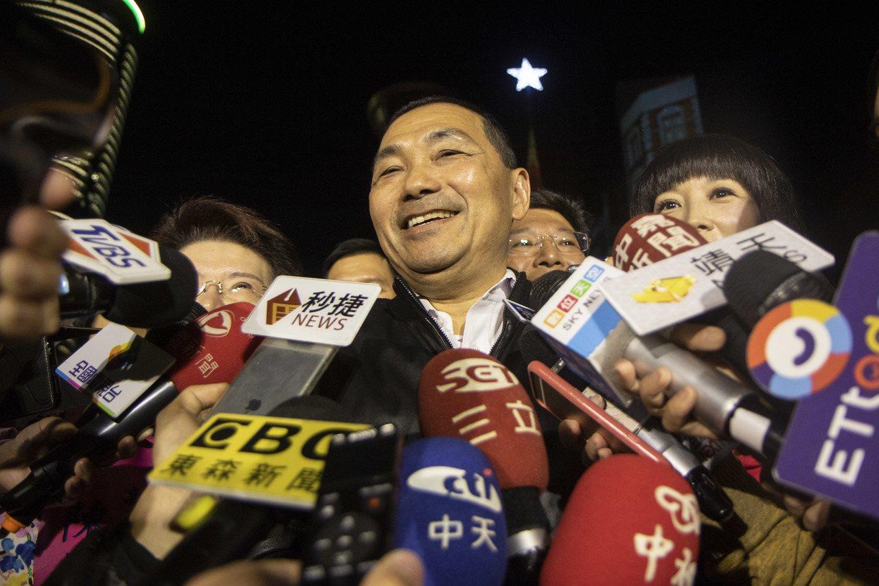 國民黨總統參選人韓國瑜明後兩天將來到新北市,新北市長侯友宜則說,他會把市政、輔選...
