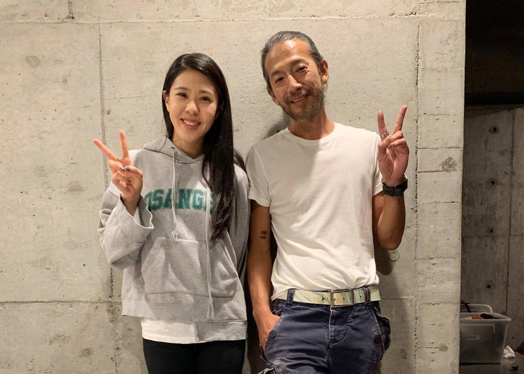 Erika劉艾立(左)與袁緒虎在「天堂的微笑」戲中飾演父女。圖/喜鵲娛樂提供