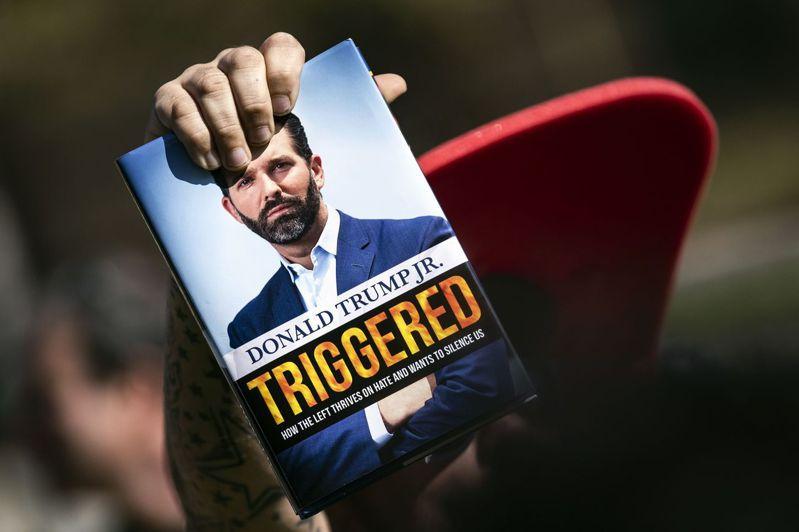 美國總統川普兒子小唐納.川普出新書,獲川普支持者捧場。歐新社