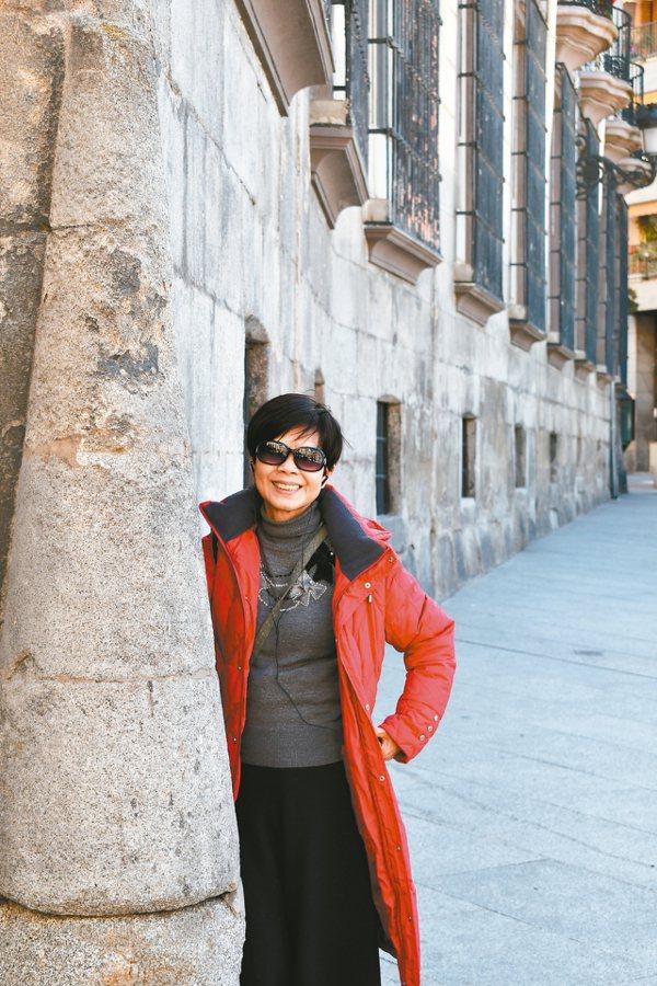 林月慎每年必定出國旅遊,同團人都不敢相信她的年齡。 圖/讀者提供