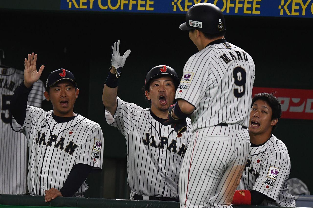 日本與南韓在12強複賽最終戰的交手,形成爭冠前哨戰,兩隊上演打擊戰,最終日本以1...
