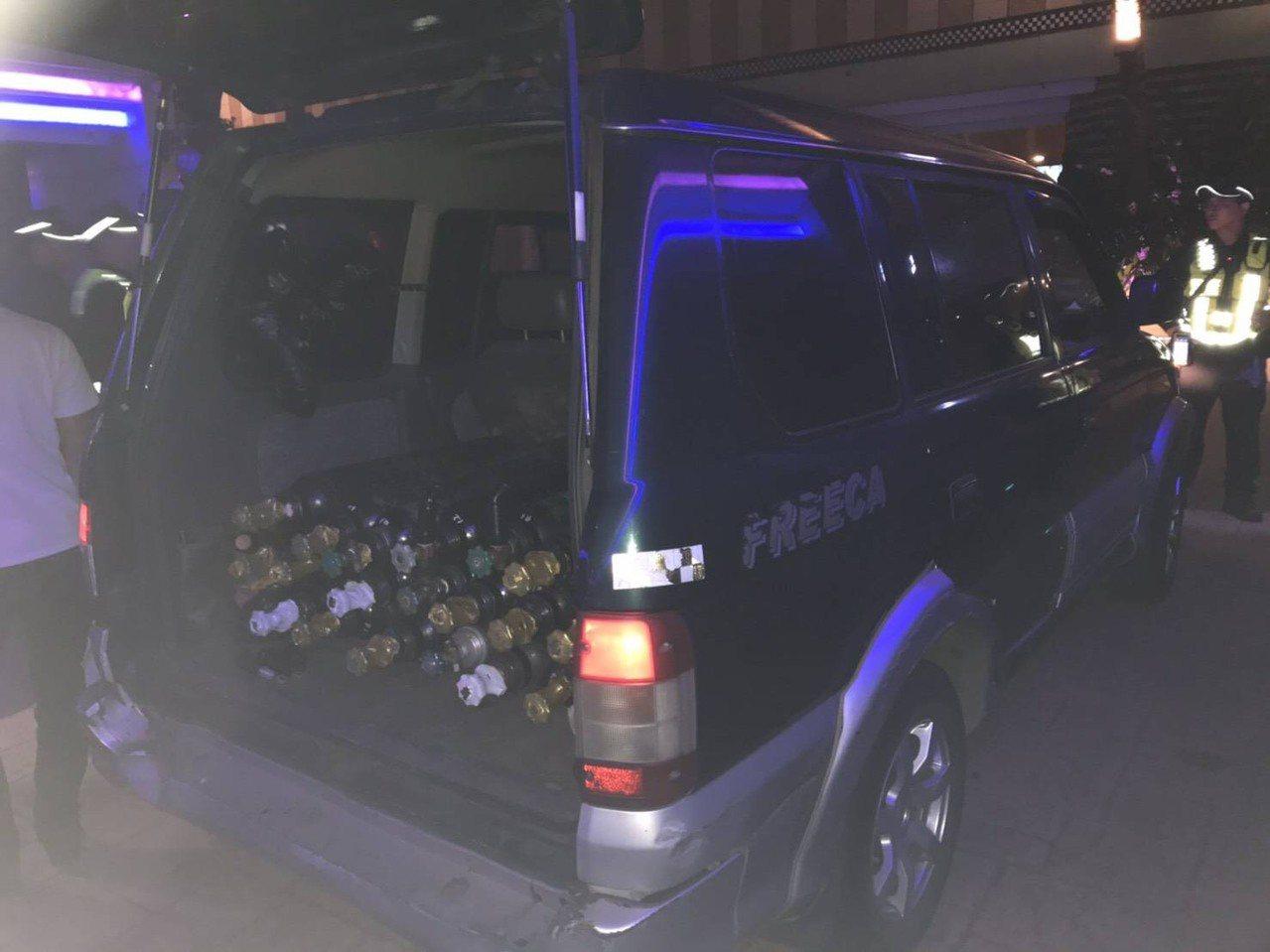 幫派份子提供笑氣給年輕人「助興」,桃園警方就曾查獲整車載運販賣的業者。 圖/警方...