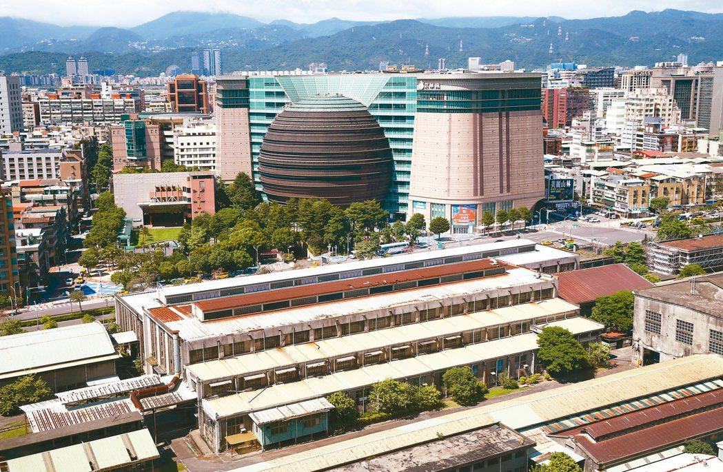 京華城未來改建商辦後,對松山區的房價將有重要影響。 本報系資料庫