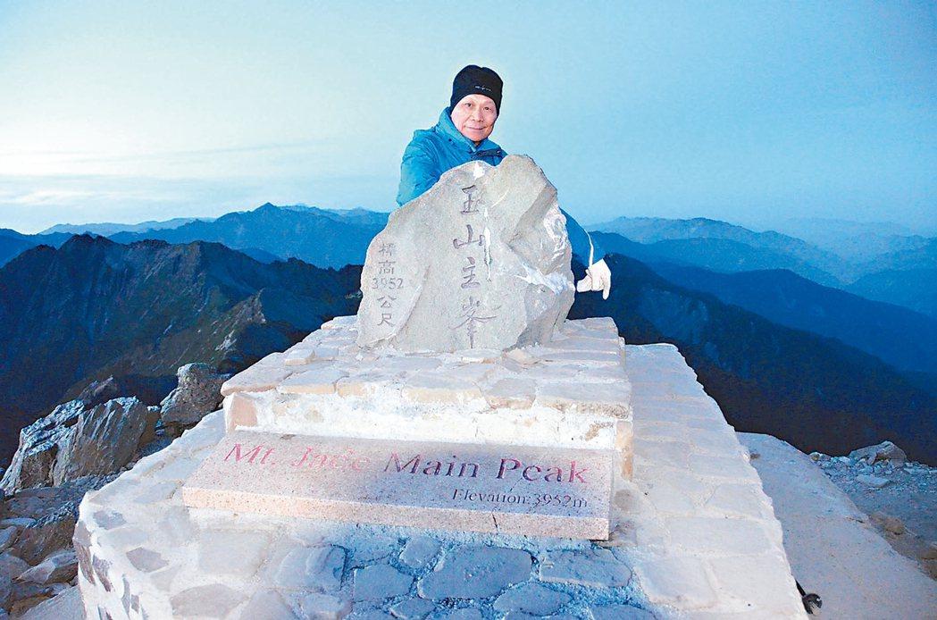 華固建設董事長鍾榮昌私下愛好爬山、旅行和打高爾夫球。 華固建設/提供