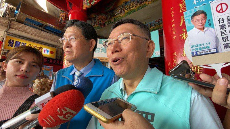 對不分區立委名單,台北市長柯文哲左批藍右諷綠。 記者羅建旺/攝影