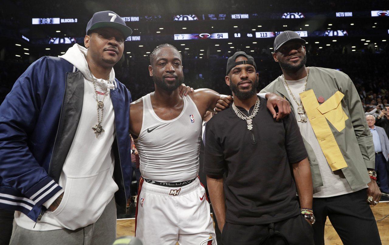 安東尼(左)重返NBA,好友都為他祝福。 美聯社