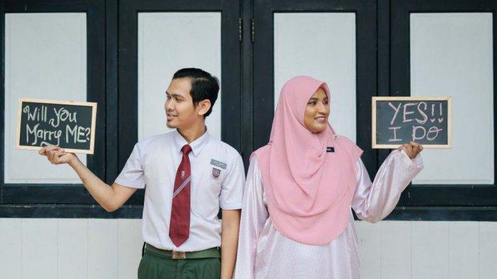 沙哈丹如願娶回美女老師艾莎。圖/取自《Tribun-Medan》