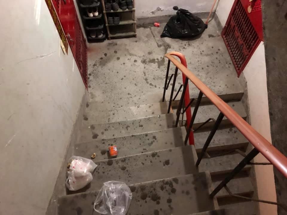 熊貓外送員不滿爬上5樓又被取消餐點,怒摔餐點在樓梯間,但客服則回應他是太鬱悶所以...