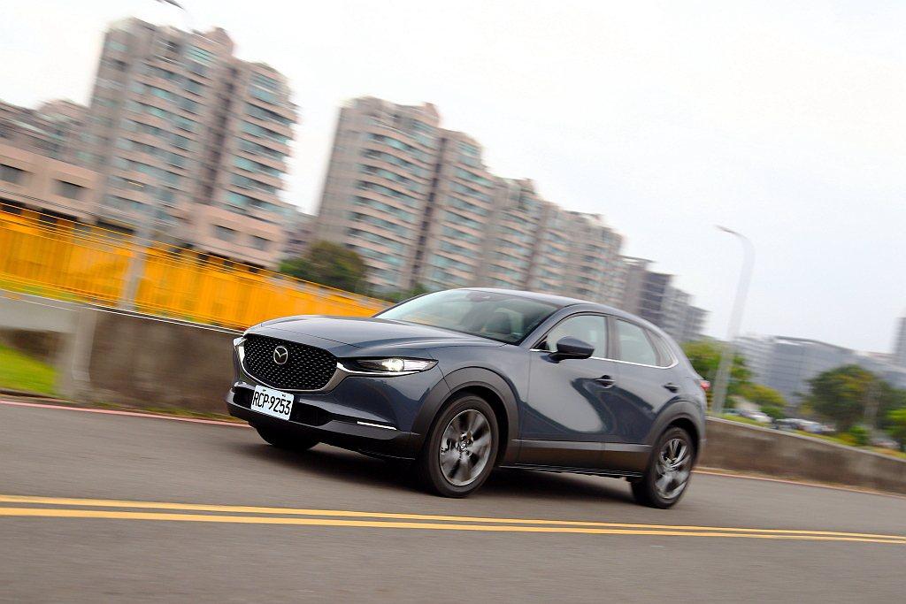 Mazda CX-30全數沿用全新第四代Mazda 3技術,包括外觀設計語彙、車...