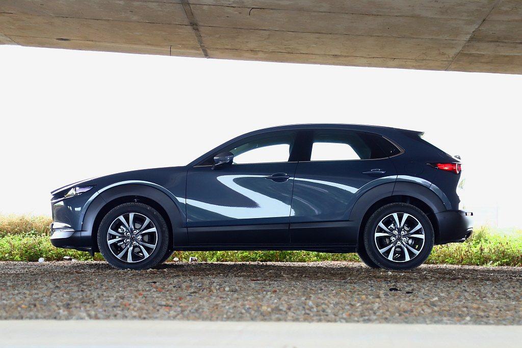 Mazda CX-30提升底盤高度之餘,車身高度卻只有1,540mm設定。 記者...