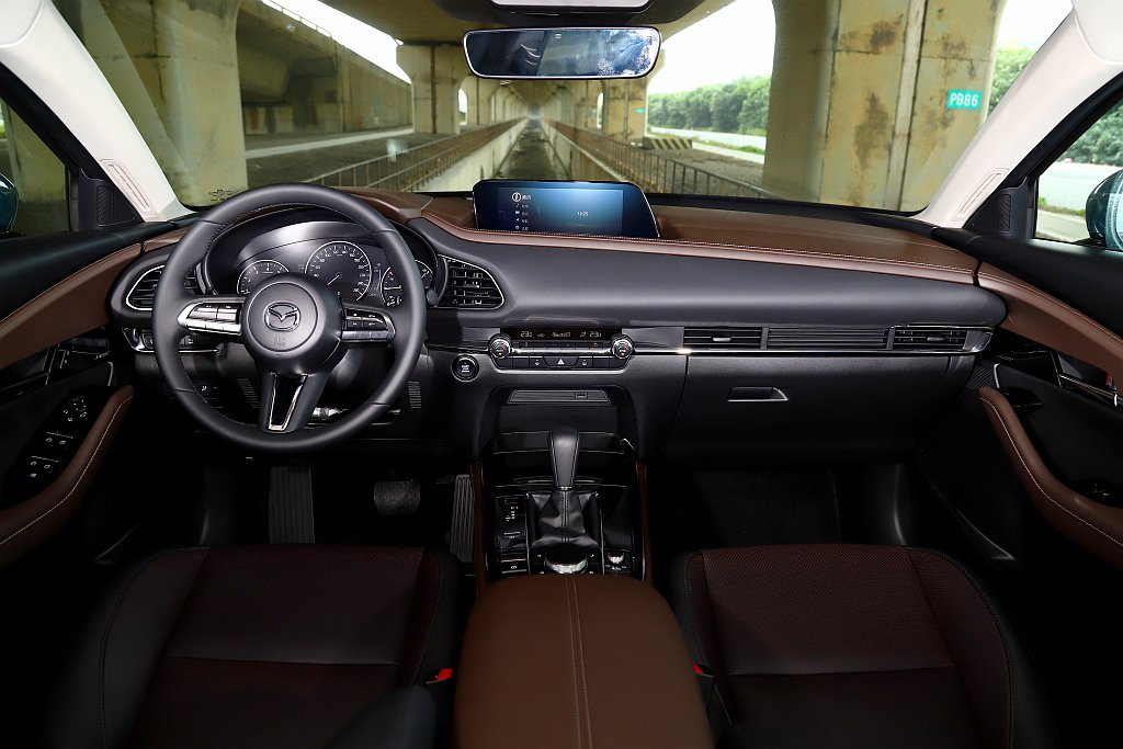 Mazda CX-30全車型都將8.8吋中央資訊顯示幕及7吋TFT全彩數位儀錶列...