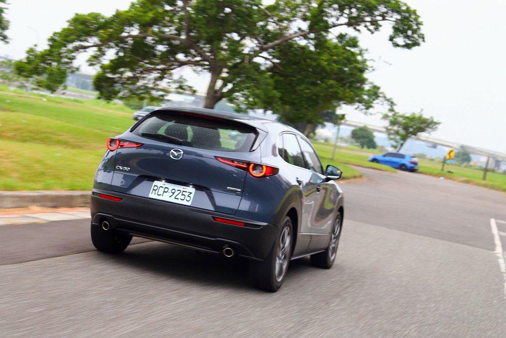 Mazda CX-30刻意隔絕外在噪音,不過車艙引擎聲響卻是相當清晰,呼應Maz...