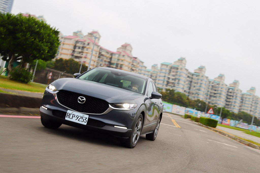 就算Mazda CX-30的懸吊行程比新Mazda 3長,不過獨特的行路反應依舊...