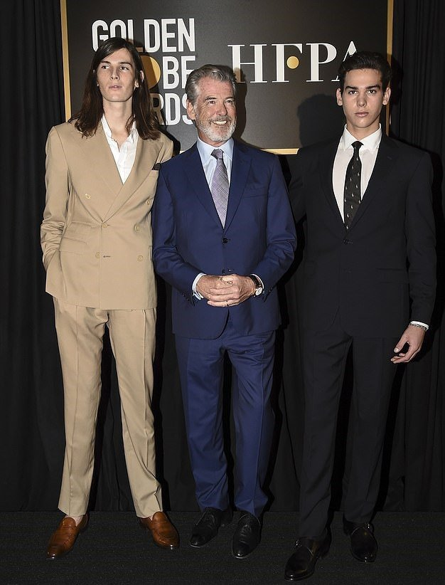 皮爾斯布洛斯南的兩個兒子狄倫(左)、派里斯將擔任今年金球獎大使。(美聯社)