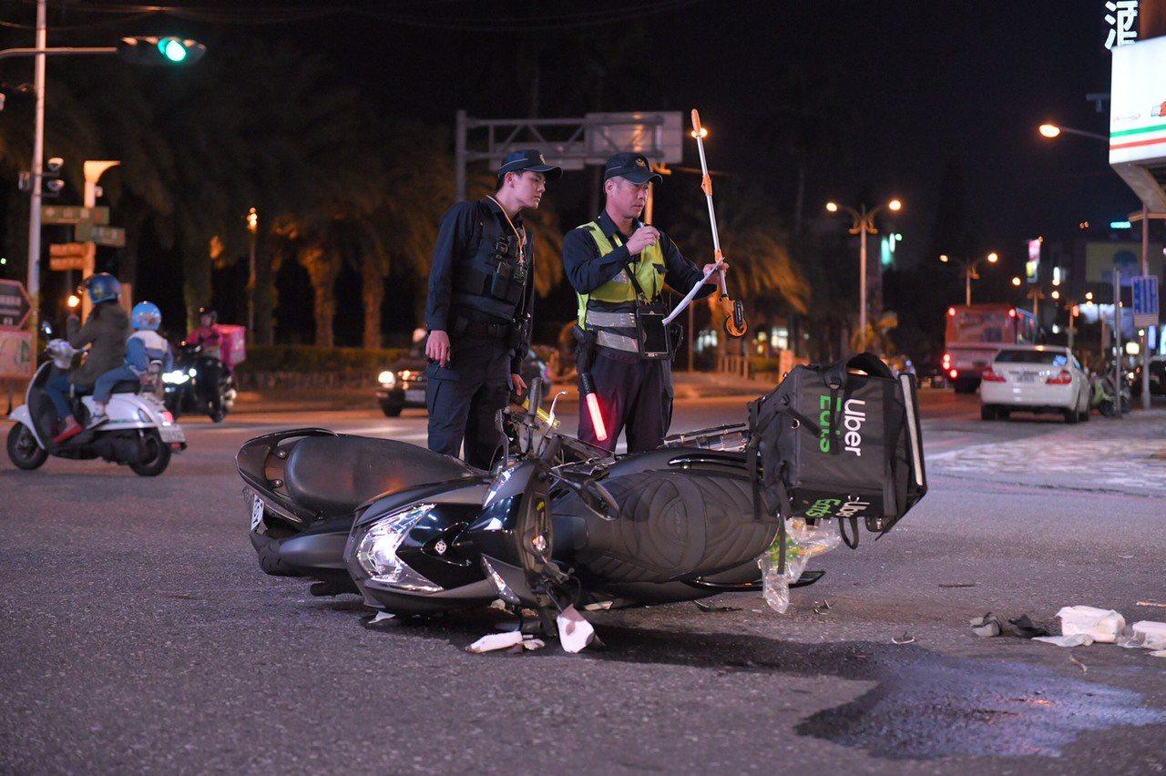 美食平台外送業進駐花蓮才約一個月,就發生8起交通事故。記者王燕華/翻攝
