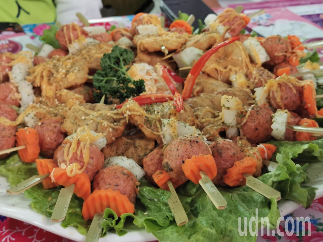 新明津肉捲、蝦捲、牛蒡炸是知名美食。記者卜敏正/攝影