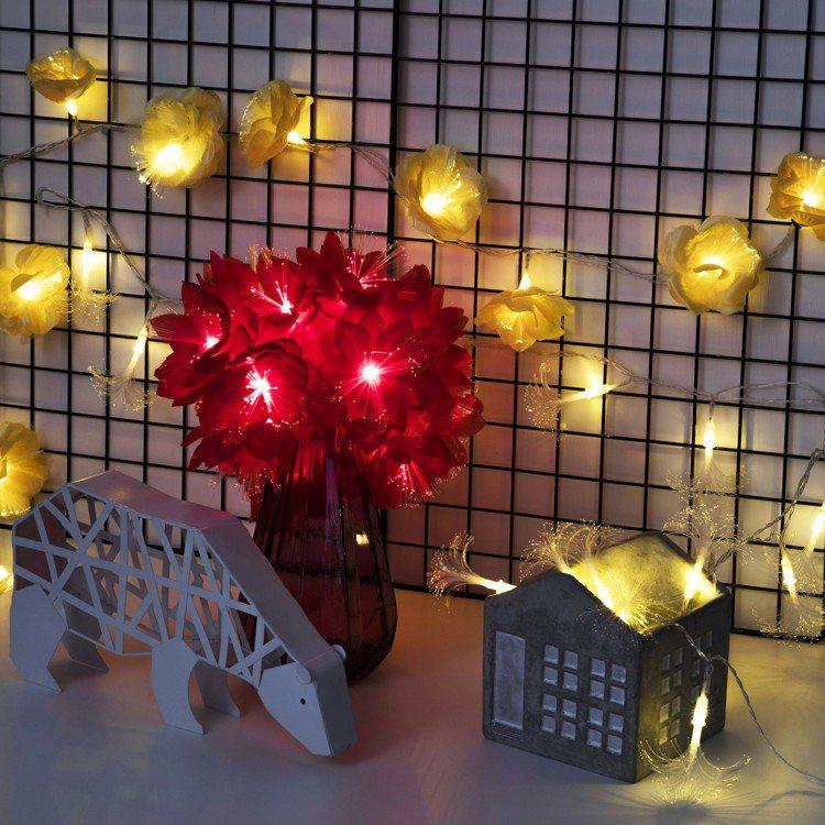 局部區域可利用金屬網片或洞洞板固定燈串,也可吊掛其他飾品或收納小型物件。特力屋U...
