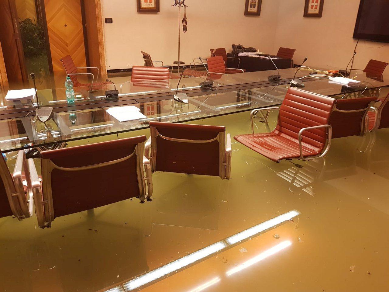義大利威尼斯從12日開始降下暴雨,威尼托大區議會所在的費羅菲尼宮(Ferro F...