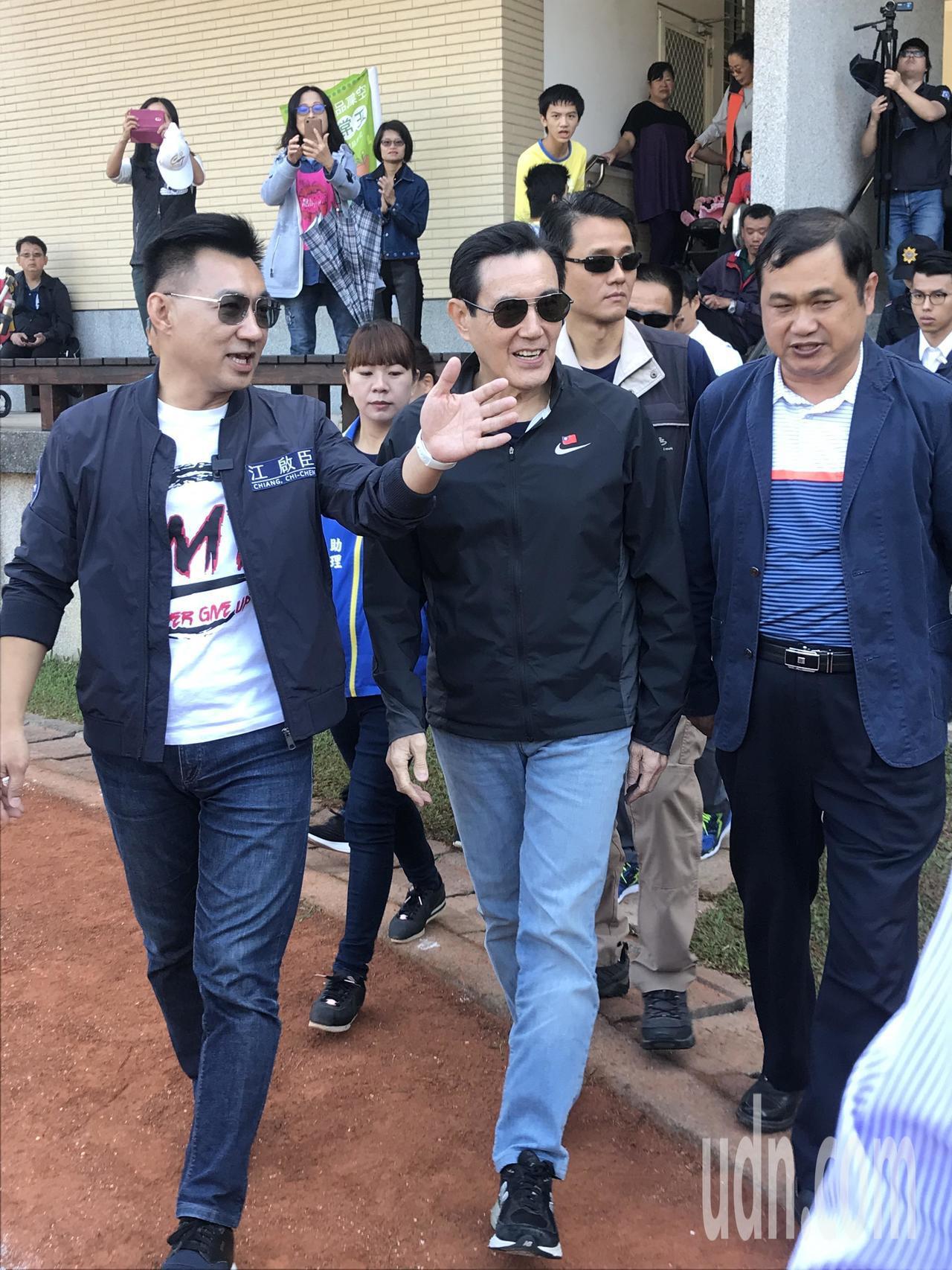 前總統馬英九(中)今到台中替立委參選人江啟臣(左)輔選。記者林佩均/攝影
