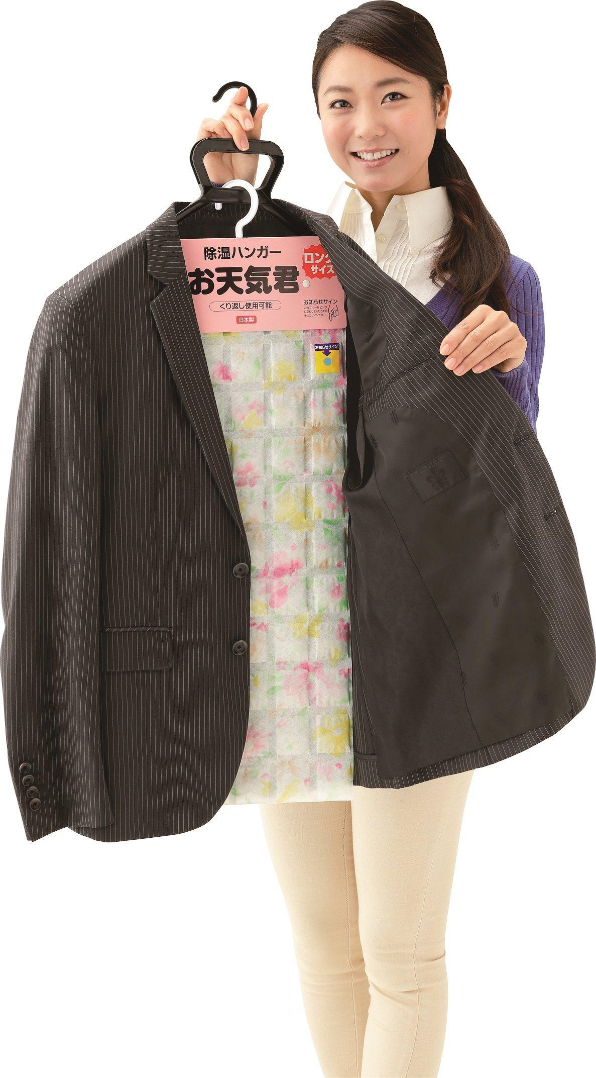台隆手創館獨家販售的衣物防潮掛墊,售價350元。圖/台隆手創館提供