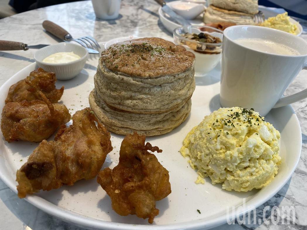 日式甜點店「霜花亭」以舒芙蕾聞名,上午提供鹹食早午餐,下午則提供甜食。記者鄭維真...