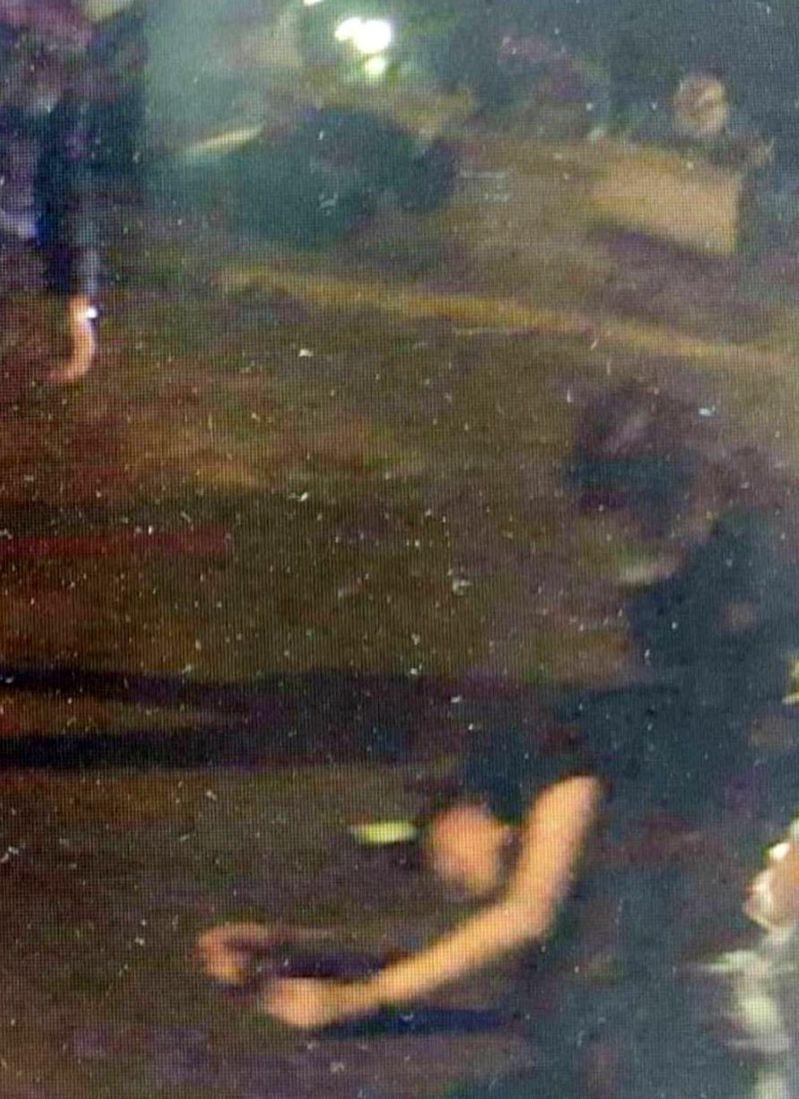 顏姓男子偷屏東永達技術學院董事長室金牌遭通緝,在高雄市遇警逃跑後就擒。圖/讀者提供