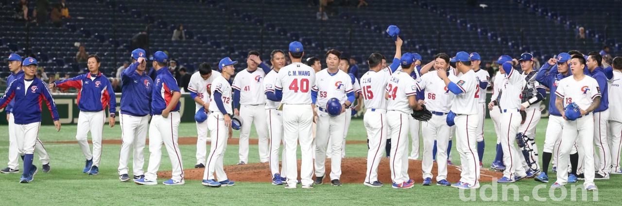 世界12強棒球賽複賽,中華隊以5比1力克澳洲隊。特派記者侯永全/攝影