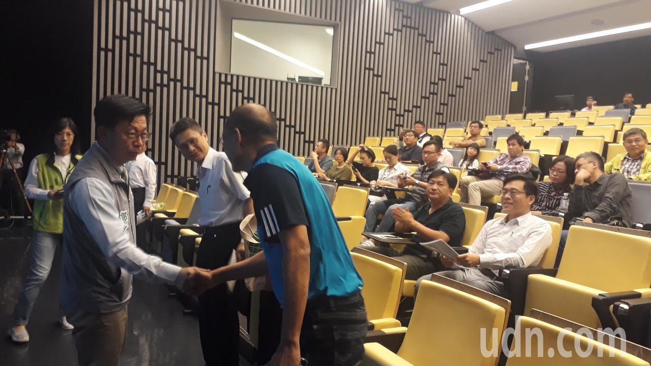 郭國文邀請林智堅分享竹科經驗,請南科周遭地方父老提供意見。記者周宗禎/攝影