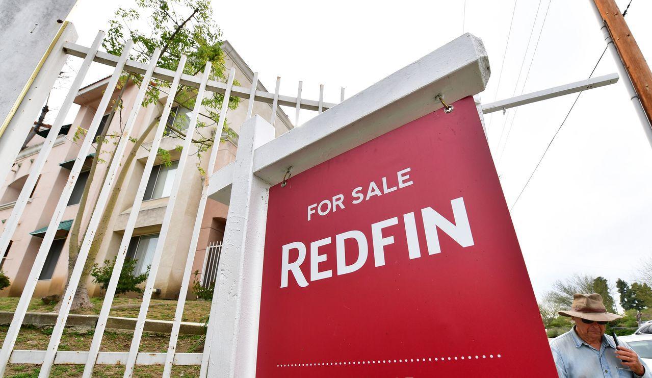 美國加州住宅短缺,導致房價大幅上漲,成交量下滑。圖為加州蒙特利公園市一棟出售的房...