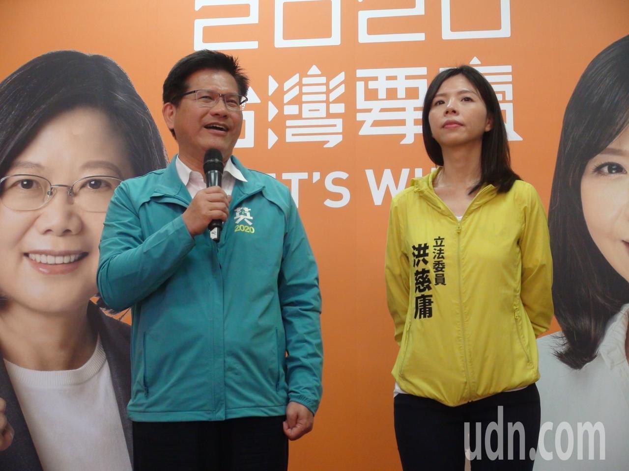 交通部長林佳龍今天到台中潭子為無黨籍立委洪慈庸站台助講。記者余采瀅/攝影