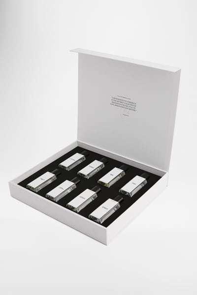 調香師Jo Malone與ZARA聯手推出8款香水,目前僅在英國ZARA與英國Z...