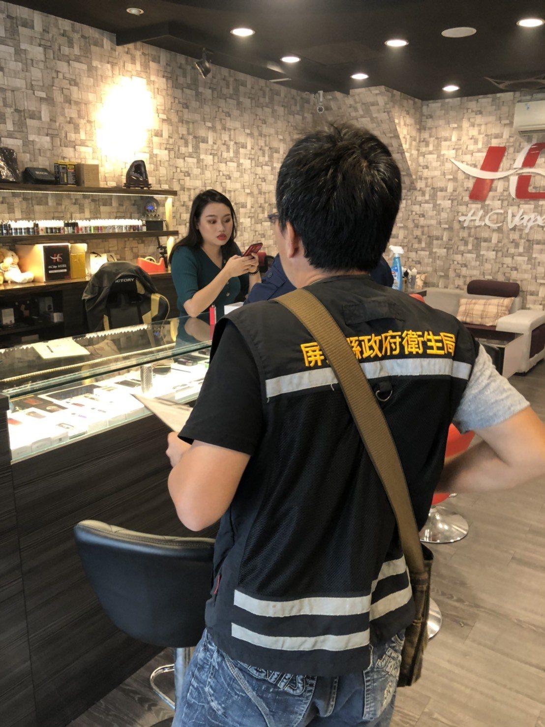 屏東縣內目前有7家電子煙實體專賣店,陳列的商品都是未違反法令的商品或不含尼古丁的...