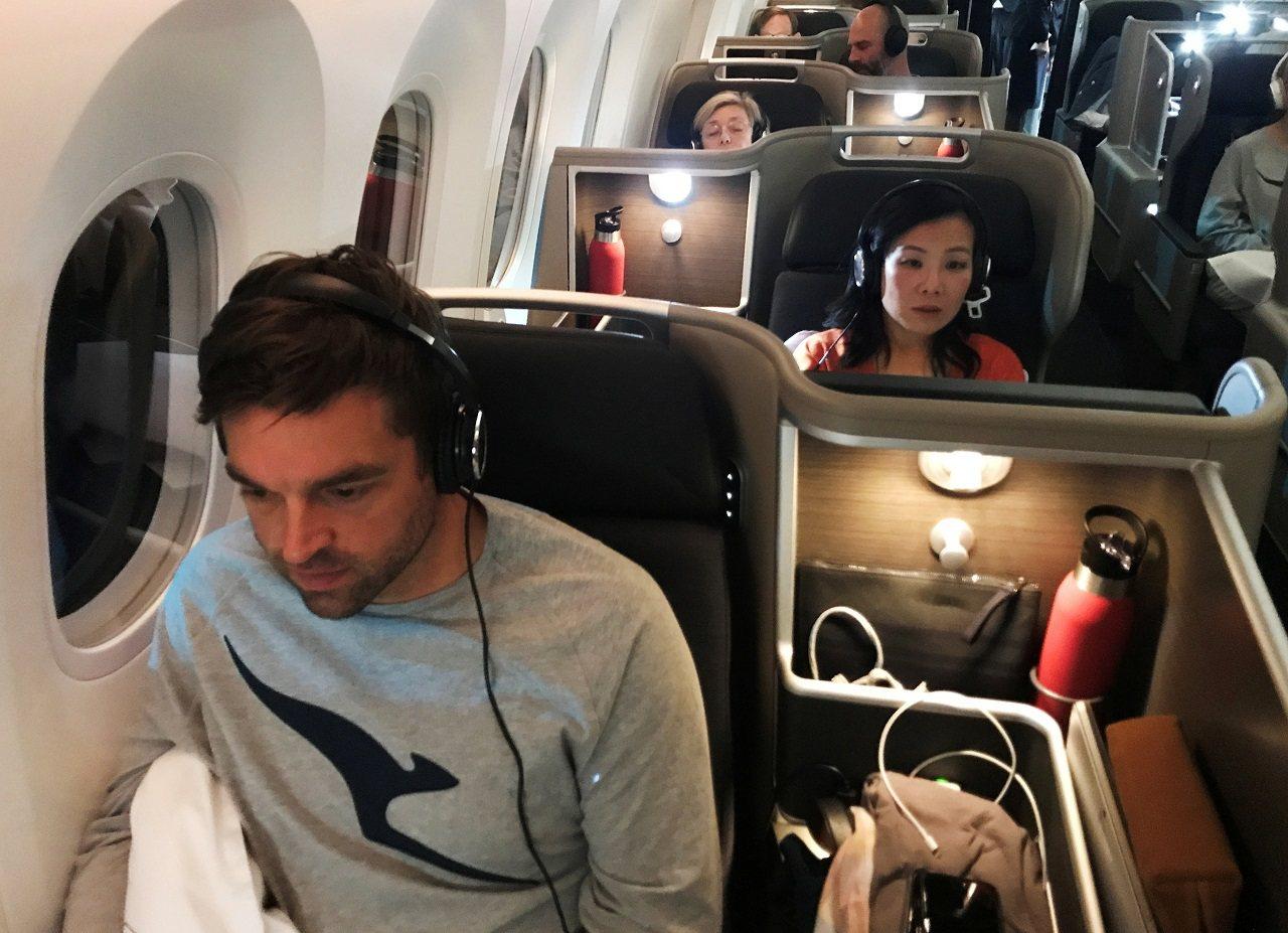 澳洲航空編號QF7879的787-9夢幻客機14日從英國倫敦直飛澳洲雪梨,測試乘...