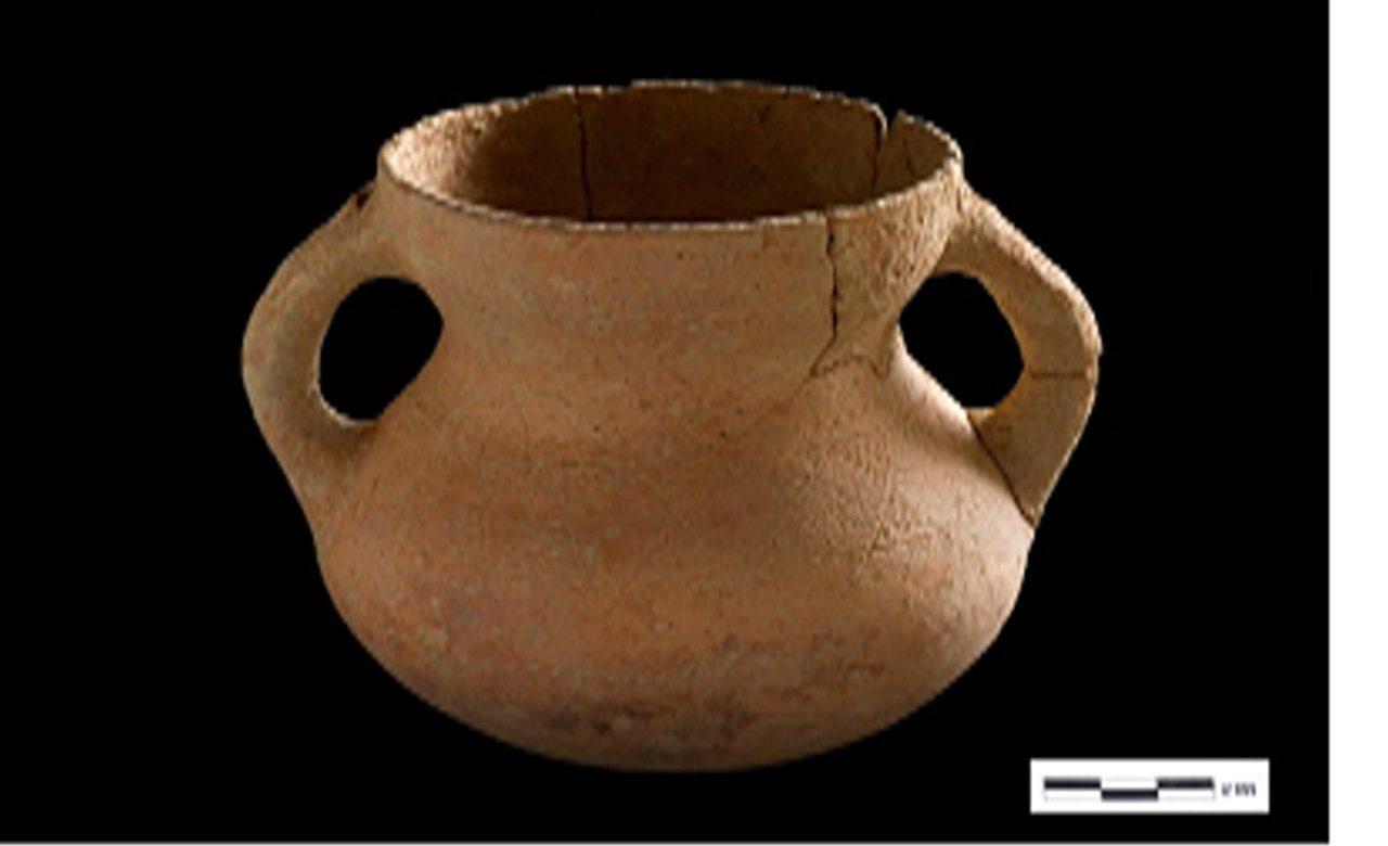 上里遺址出土的陪葬陶罐特徵與卑南史前晚期至三和史前文化早期的特徵相同,顯示上里遺...