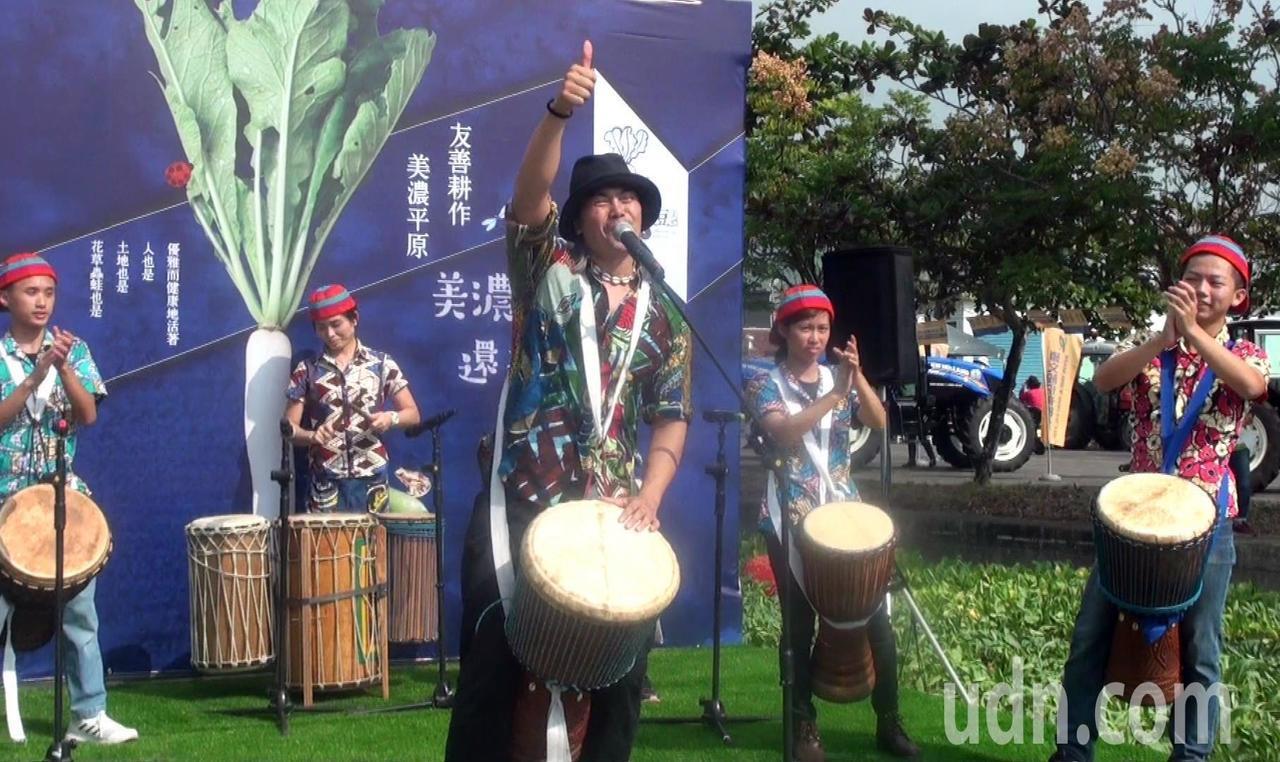 高雄美濃白玉蘿蔔與好豆季由精彩的非洲鼓演出揭開序幕。記者王昭月/攝影