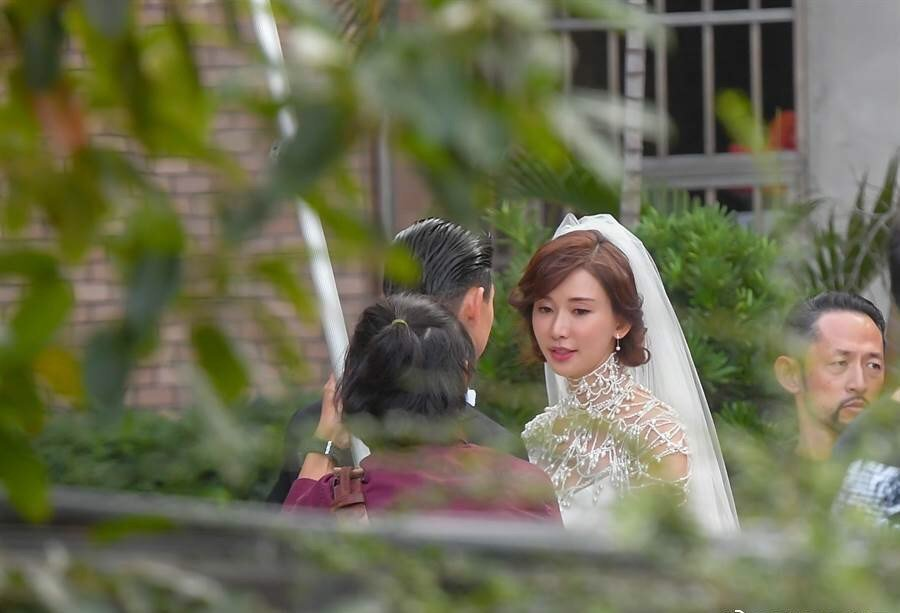 林志玲身穿RALPH LAUREN婚紗現身彩排。圖/取自微博