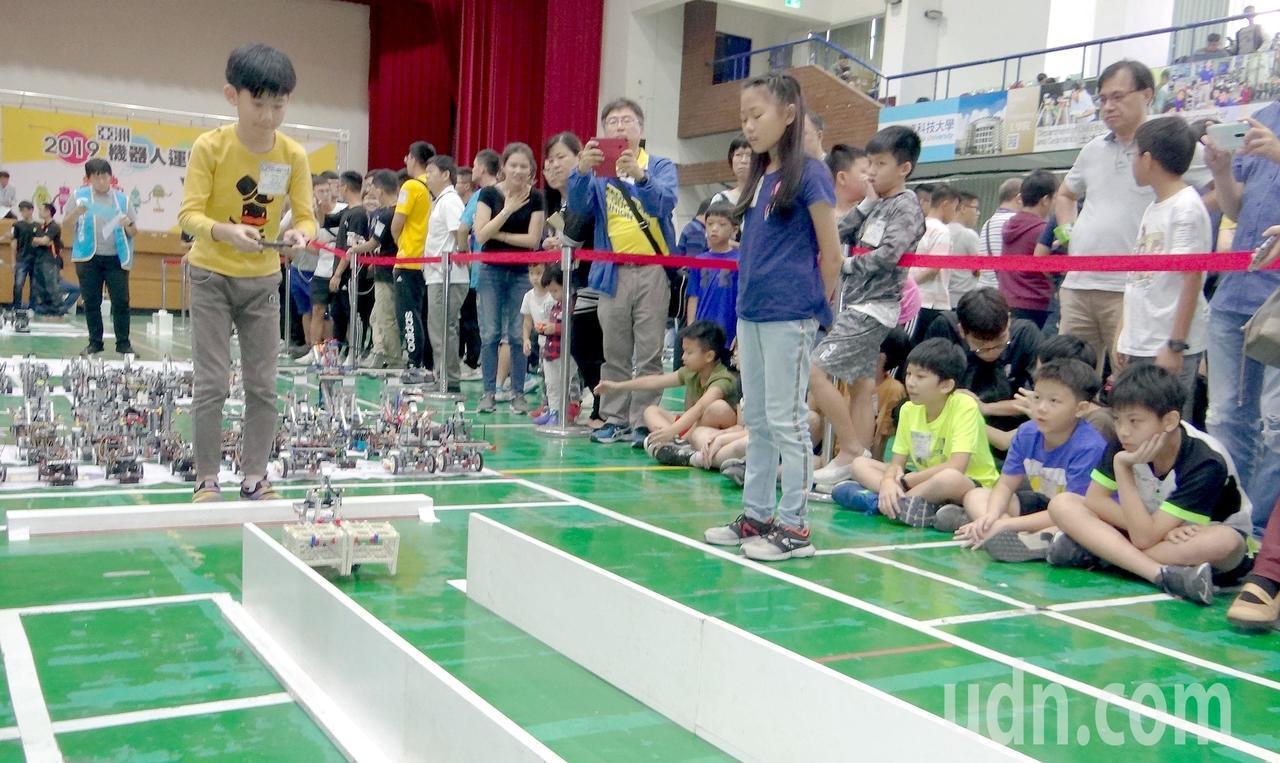 2019亞洲機器人運動競技大賽今午在正修科技大學登場,全台各級學校逾2000名選...