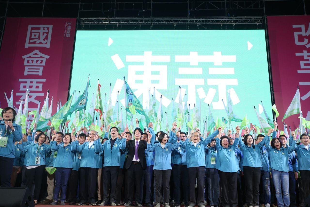 蔡英文總統高雄競選總部今天成立,營造大團結氣勢。記者劉學聖/攝影